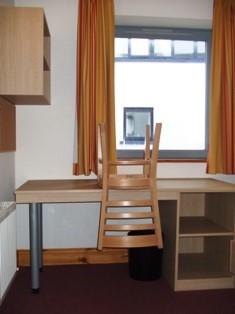 Apartment 5, Victoria Station