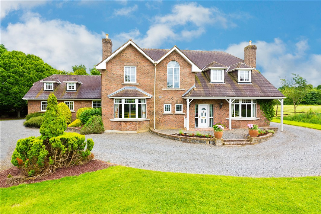 Twin Paddocks, Long Road, Rathcoffey, Maynooth, Co. Kildare on c.2.5 acres
