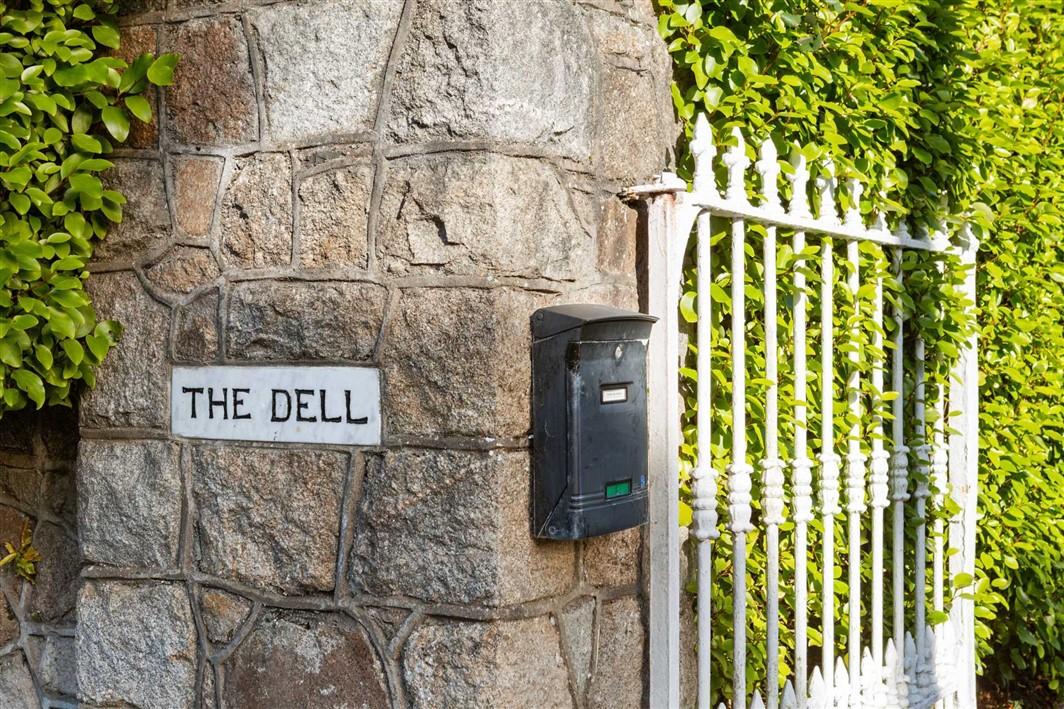 The Dell, Gordon Avenue, Foxrock, Dublin 18, D18 R8E2