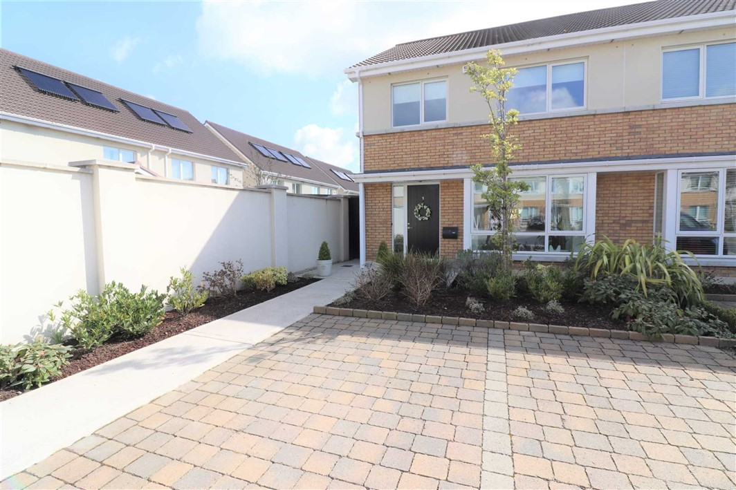 Diswellstown Chase, Castleknock, Dublin 15.