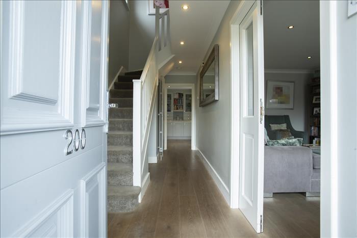 200 The Glen, Petitswood Manor