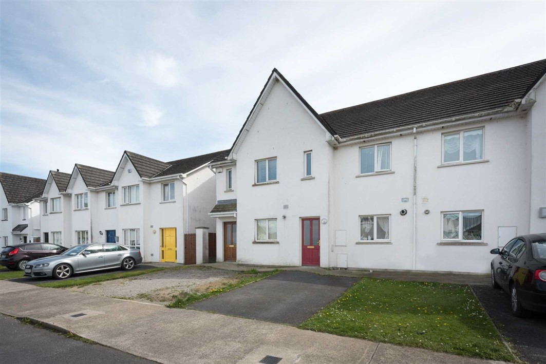 63 Ravenswood, Carrick-On-Suir, Co. Tipperary